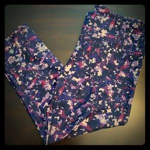 Used - Fabletics Capri Workout Pants (Medium)